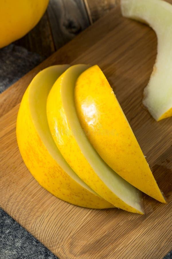 Melão amarelo orgânico amarelo cru imagens de stock