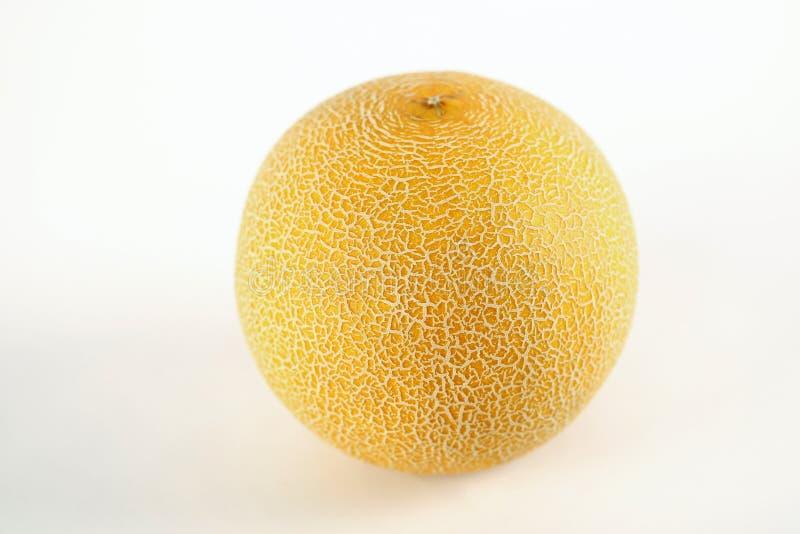 Melón amarillo verde blanco por completo y cantalupo cortado aislado en el fondo blanco fotografía de archivo