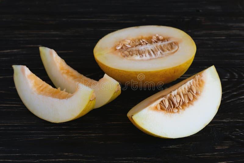 Melões frescos cortados fotos de stock