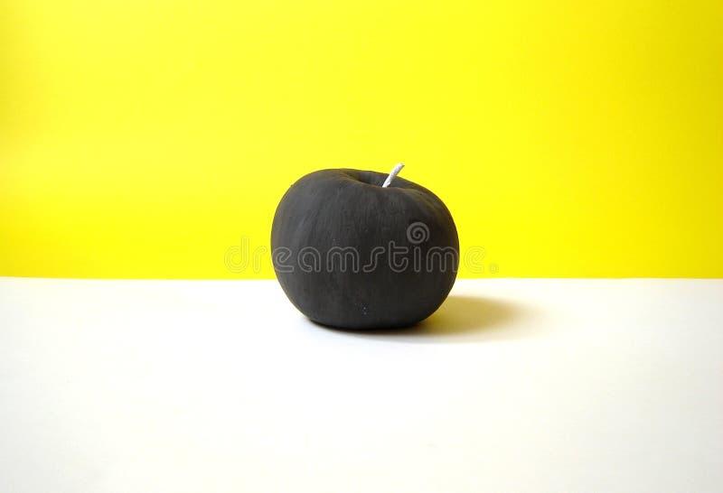 Mela nera immagine stock