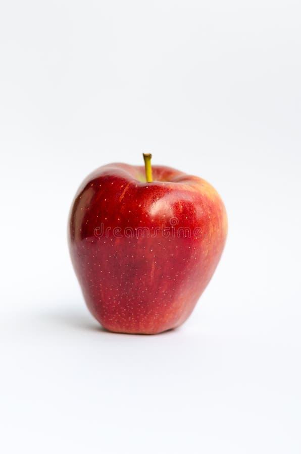 Mela rossa isolata su bianco fotografie stock libere da diritti