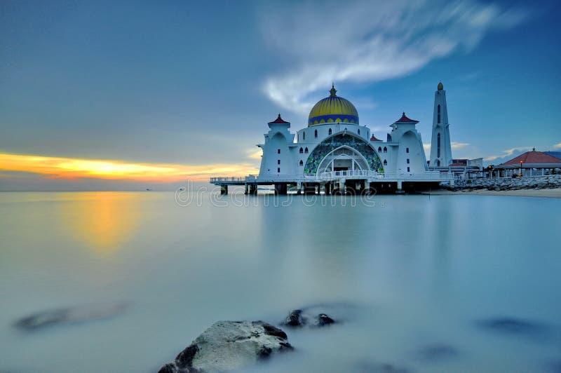 Melaka do selat do masjid da mesquita do por do sol fotografia de stock royalty free