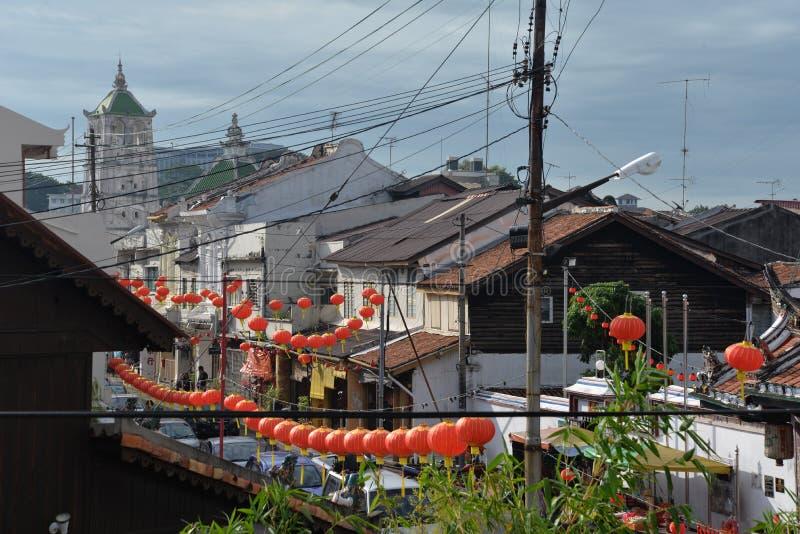 Melaka, Malásia Opinião do ano novo da lanterna chinesa e da cidade imagens de stock royalty free