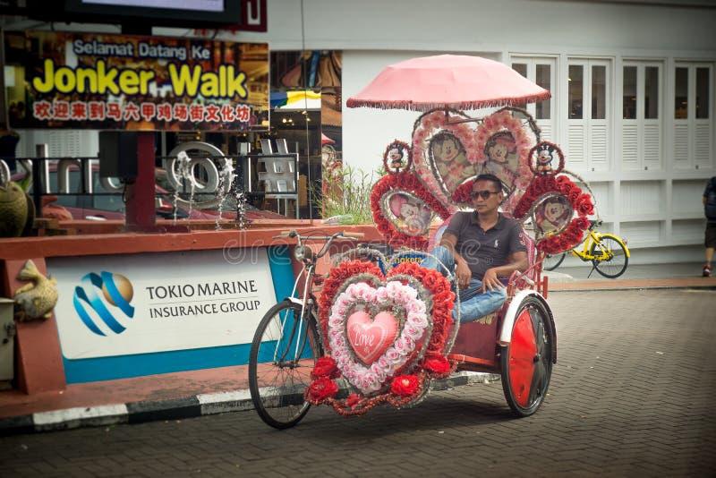 Melaka/Malaysia-23 05 2019: Melaka den lokala trehjulingtaxien arkivfoton