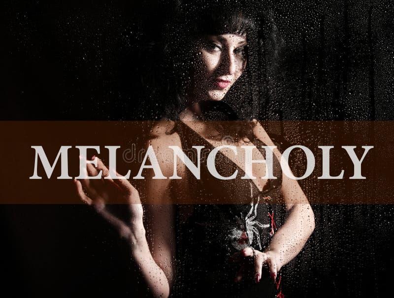Melancholie op het virtuele scherm wordt geschreven dat Hand van jonge vrouw melancholisch en droevig bij het venster in de regen royalty-vrije stock afbeeldingen