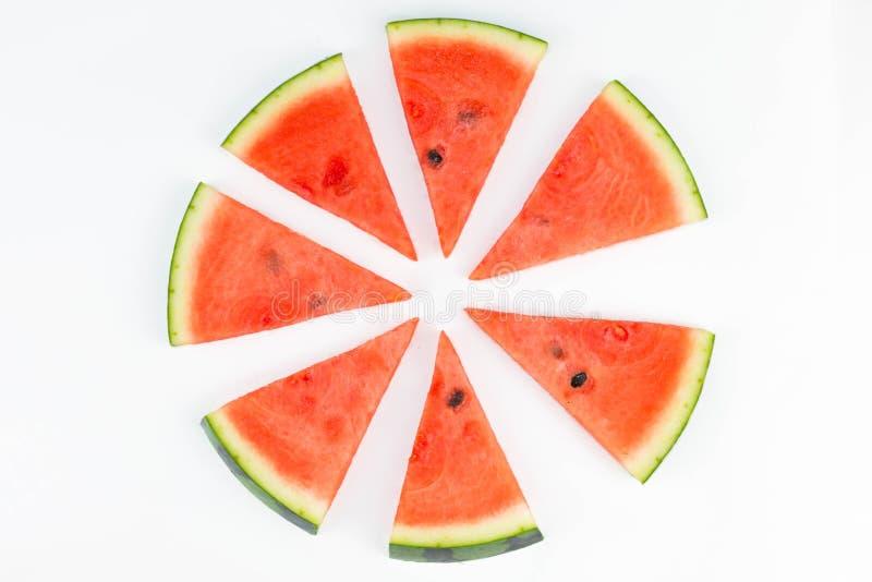 Melancia vermelha cortada fresca com as sementes que formam um teste padrão do círculo isolado fotos de stock