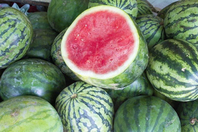 Melancias no close up do suporte de fruto fotos de stock royalty free