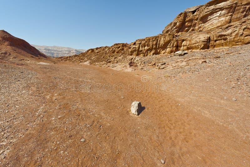 Melancolía y vacío del desierto en Israel imágenes de archivo libres de regalías