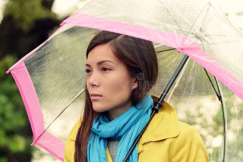 Melancolia - donna malinconica in pioggia immagine stock libera da diritti