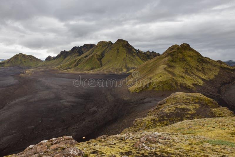Melankoliskt Island landskap med ändlös svart arkivbilder