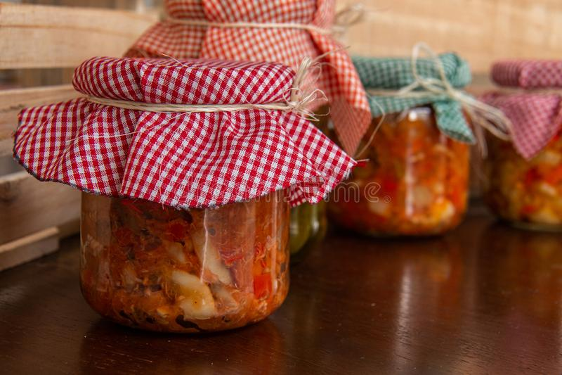 Melanzana salata marinata deliziosa e rustica immagine stock