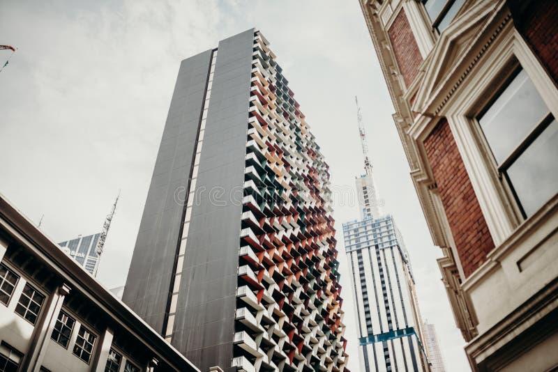 MELBOURNE, AUSTRÁLIA - março, 11 2017: Arquitetura moderna e clássica no centro da cidade de Melbourne, Austrália fotos de stock
