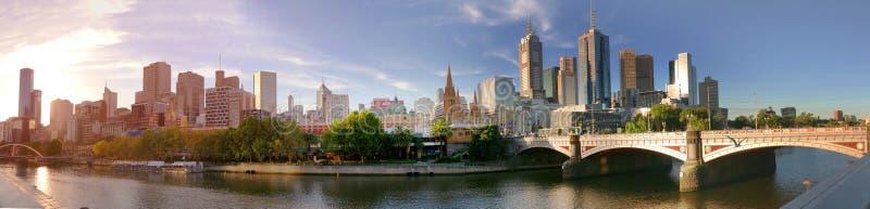 Melbourne, Australia - 21 marzo 2018: Panorama del centro di Melbourne nel tramonto fotografia stock libera da diritti