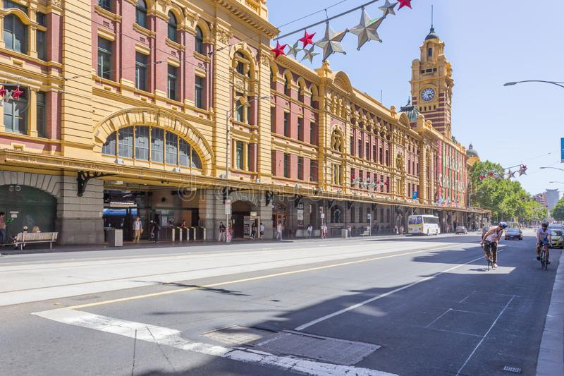 MELBOURNE, AUSTRALIA - street with little tourists and cars royalty free stock photography