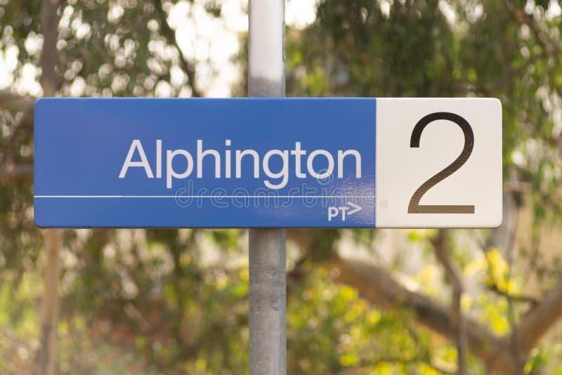Melbourne, Australien - 21. Mai 2019: Auf Plattformzeichen für Alphington-Bahnhof, der auf der Hurstbridge-Linie ist stockbilder