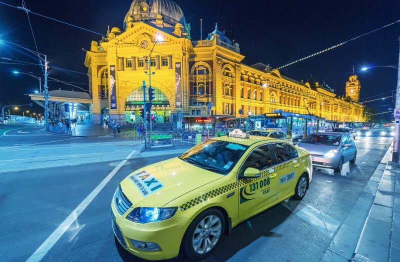 MELBOURNE AUSTRALIEN - 10. OKTOBER 2015: Taxi in Melbourne-downto stockfoto
