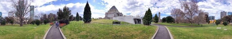 MELBOURNE, AUSTRALIEN - 6. SEPTEMBER 2018: Schrein des Erinnerungs-Parks, Panoramablick Melbourne zieht 15 Million Touristen an lizenzfreie stockfotos