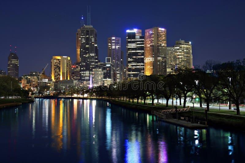 Melbourne bis zum Night lizenzfreie stockfotos