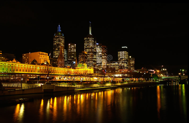 Melbourne, estação do Flinders na noite fotos de stock