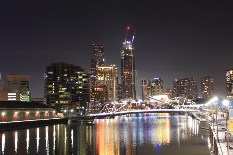 Melbourne nachts lizenzfreies stockfoto
