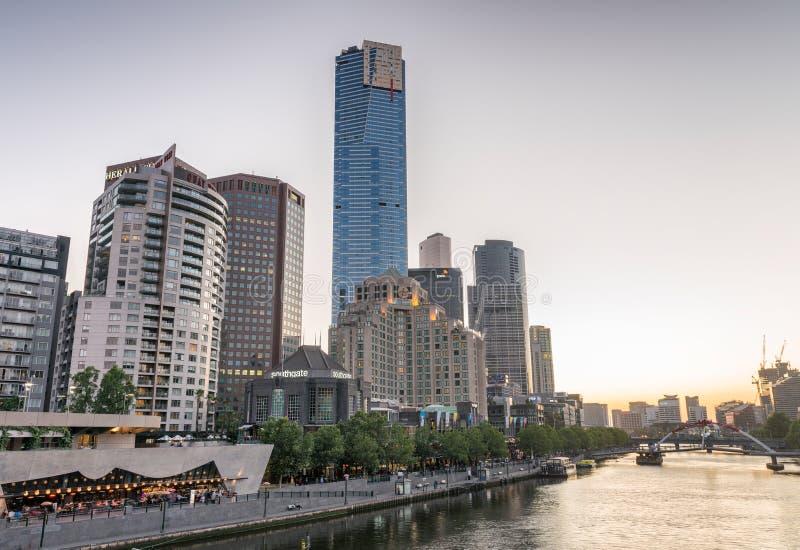 MELBOURNE - OCTOBRE 2015 : Horizon de Southbank la nuit La ville a images libres de droits