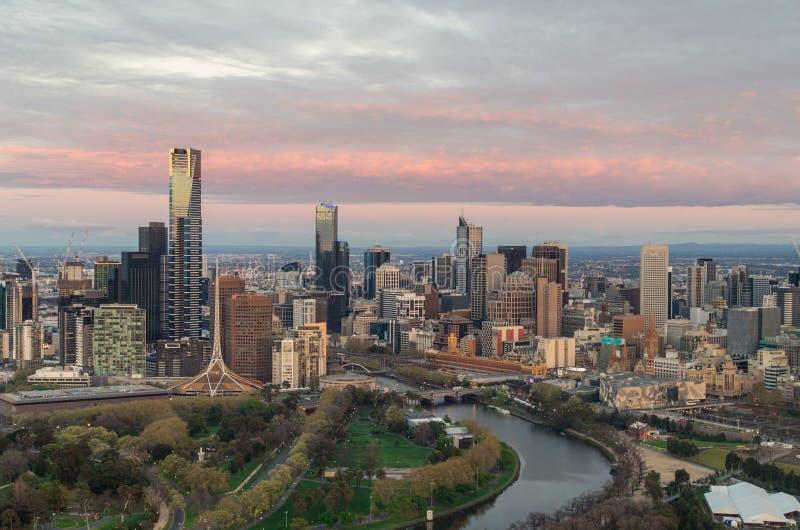 Melbourne på gryning arkivfoton