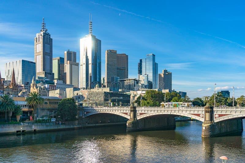 Melbourne pejzaż miejski z Princess mostem nad Yarra rzeką zdjęcie stock