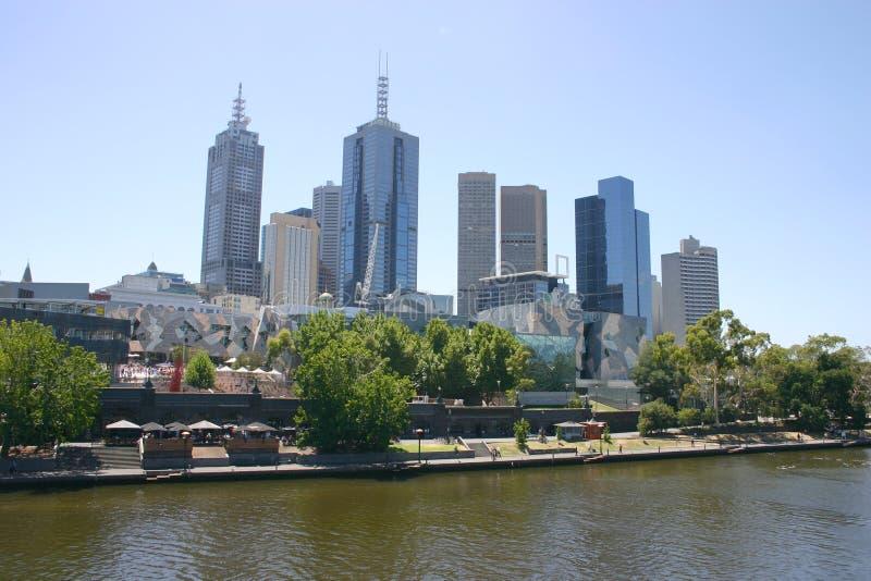 Melbourne-Skyline - Yarra Fluss stockfoto