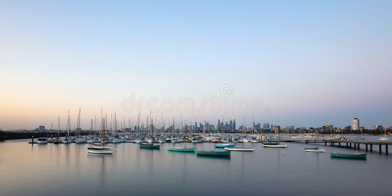 Melbourne-Sommer-Sonnenuntergang lizenzfreie stockfotos