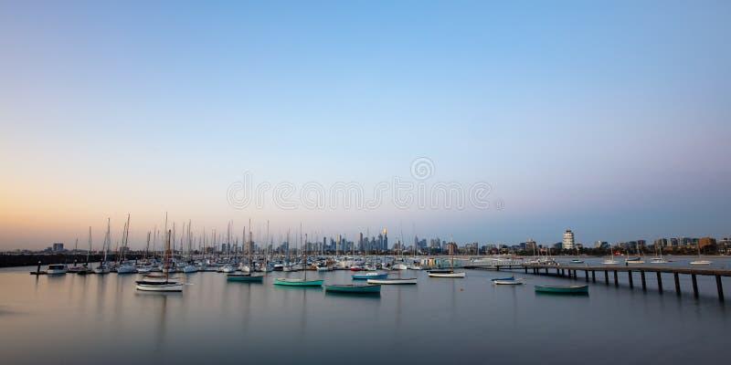 Melbourne-Sommer-Sonnenuntergang lizenzfreie stockbilder