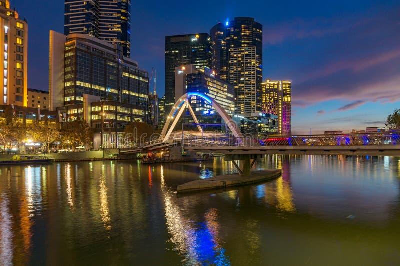 Melbourne Southbank dzielnica przy nocą obraz stock