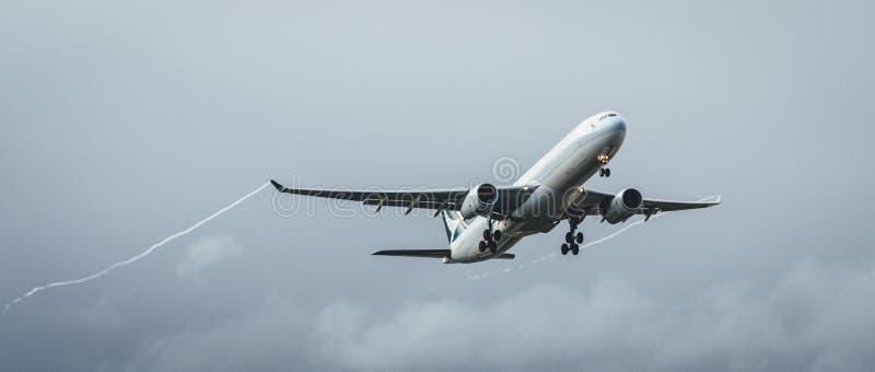 Melbourne, Victoria, Austrália - 21 de maio de 2018: Cathay Pacific Airbus A330 imagens de stock