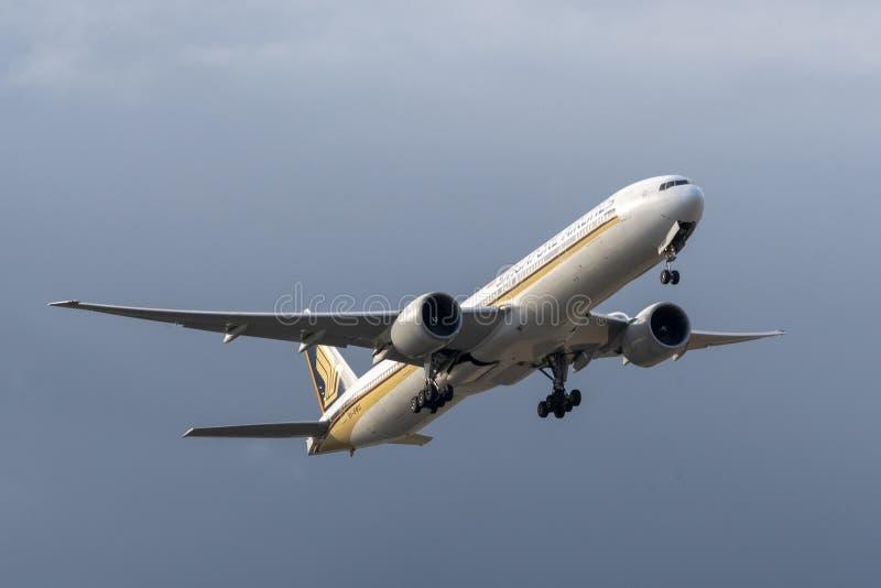 Melbourne, Victoria, Austrália - 21 de maio de 2018: Singapore Airlines Boeing 777 imagem de stock royalty free