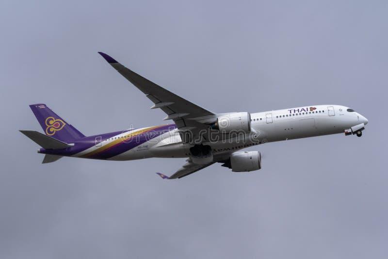 Melbourne, Victoria, Austrália - 21 de maio de 2018: Thai Airways Airbus A350 imagens de stock
