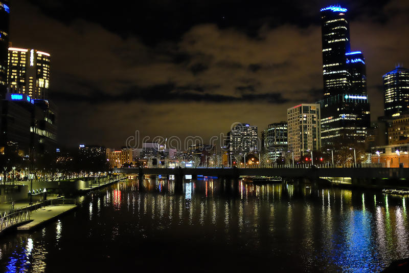 Melbourne vid Nght arkivfoton