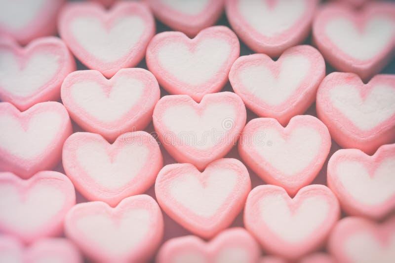 Melcocha rosada de la forma del corazón para el tema del amor y el backgr de la tarjeta del día de San Valentín fotos de archivo