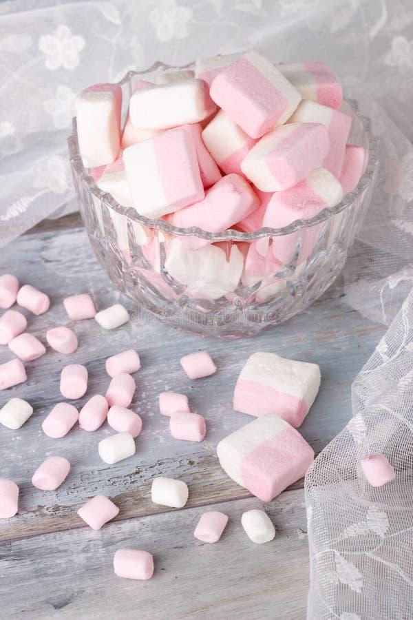 Melcochas rosadas y blancas imagenes de archivo