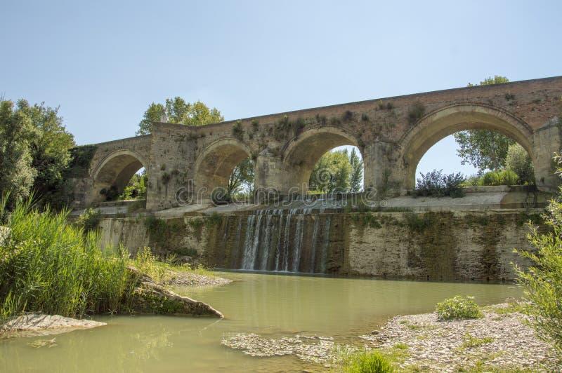 Meldola, Italia, detalle del puente histórico foto de archivo