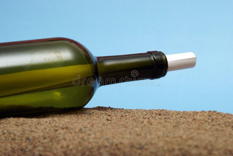 Meldung in einer Flasche stockfotografie