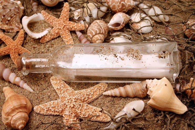 Meldung in einer Flasche 2 stockbild