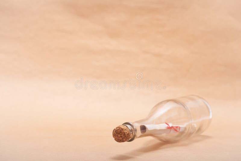 Meldung in einer Flasche lizenzfreies stockbild