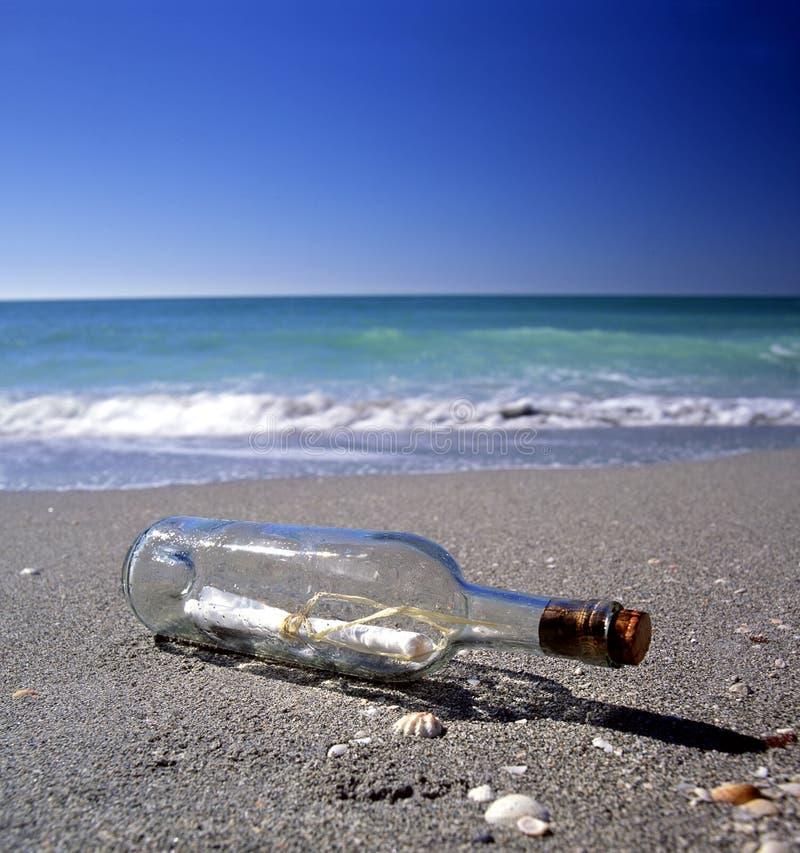 Meldung in einer Flasche lizenzfreie stockbilder