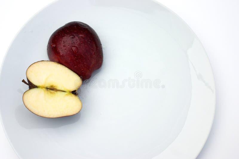 Download Mele fotografia stock. Immagine di sugoso, dieta, mezzo - 209048
