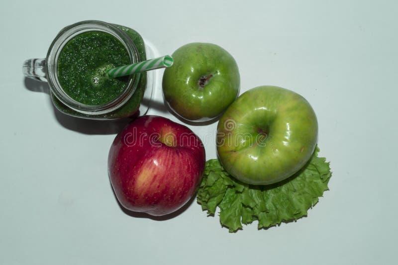 Mele mature e succose - rosso e verde Alimento naturale Frutta e verdure Cibo sano prodotti di forma fisica Dieta smoothies fotografie stock libere da diritti