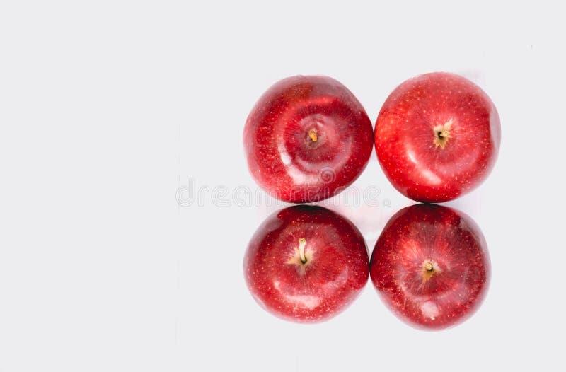 Mele rosse mature Raccolto di autunno dei frutti fotografia stock