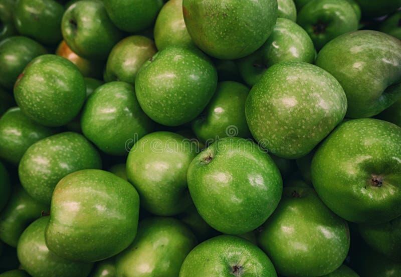 Mele verdi così succose ed abbastanza fotografia stock
