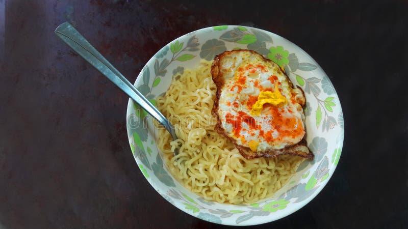 Melhor café da manhã para macarrão e ovo matinais leves e saudáveis foto de stock royalty free