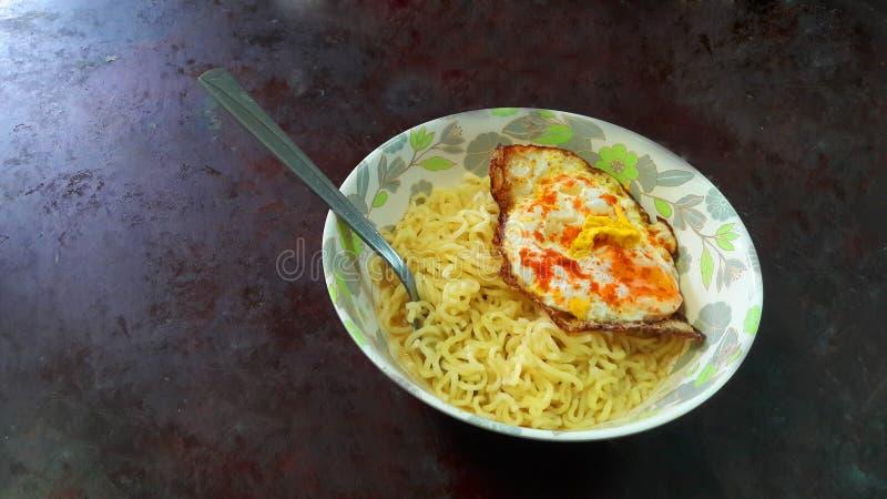 Melhor café da manhã para macarrão e ovo matinais leves e saudáveis fotos de stock