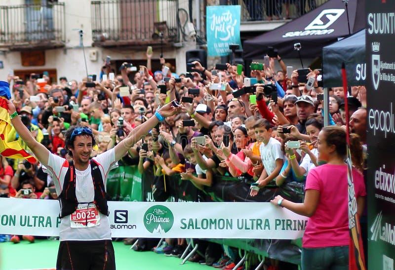 Melhor no mundo inteiro corredor da fuga, Sr. Kilian Jornet, comemora sua primeira posição sobre a raça final dos world series do foto de stock