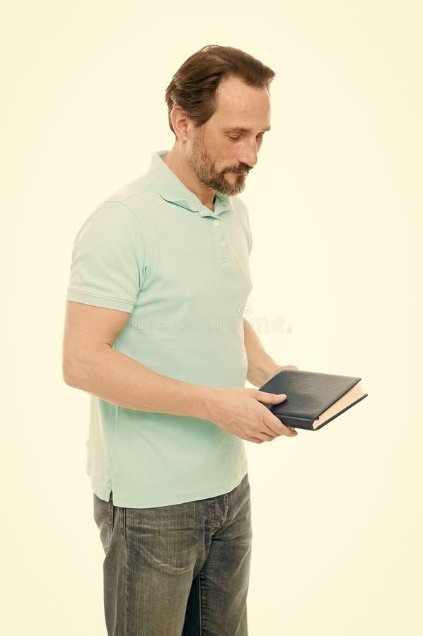 Melhorando suas habilidades do estudo Livro de leitura farpado do homem Homem de neg?cios idoso que estuda na escola de neg?cios  fotos de stock